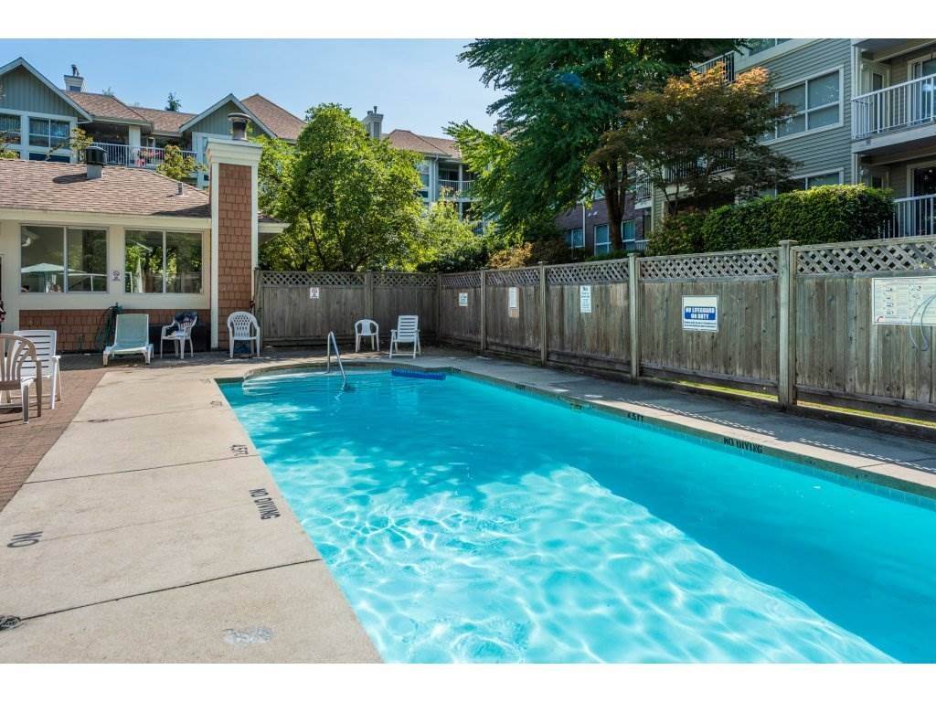 """Photo 17: Photos: 201 9626 148TH Street in Surrey: Guildford Condo for sale in """"Hartfood Woods"""" (North Surrey)  : MLS®# R2329881"""