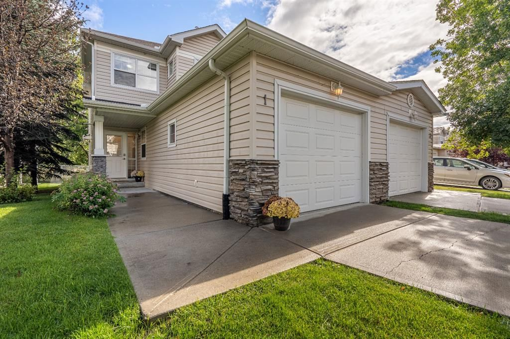 Main Photo: 1 2318 17 Street SE in Calgary: Inglewood Row/Townhouse for sale : MLS®# A1018263