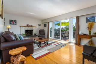 Photo 3: 2045 Beaufort Ave in : CV Comox (Town of) House for sale (Comox Valley)  : MLS®# 884580