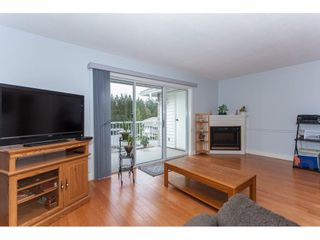 """Photo 4: 4 33123 GEORGE FERGUSON Way in Abbotsford: Central Abbotsford Townhouse for sale in """"The Britten"""" : MLS®# R2238767"""