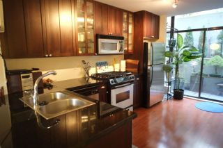 """Photo 3: 162 W 1ST Street in North Vancouver: Lower Lonsdale Townhouse for sale in """"ONE PARK LANE"""" : MLS®# R2024415"""