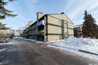 Photo 1: 2 274 Pinehouse Drive in Saskatoon: Lawson Heights Residential for sale : MLS®# SK838571