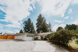 Photo 1: 5597 CURTIS Place in Sechelt: Sechelt District House for sale (Sunshine Coast)  : MLS®# R2617023