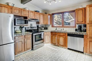 Photo 11: 5735 LADBROOKE DR SW in Calgary: Lakeview House for sale : MLS®# C4273443
