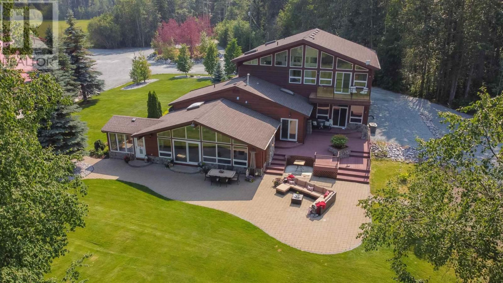 Main Photo: 25890 FIELD ROAD in Prince George: House for sale : MLS®# R2602085