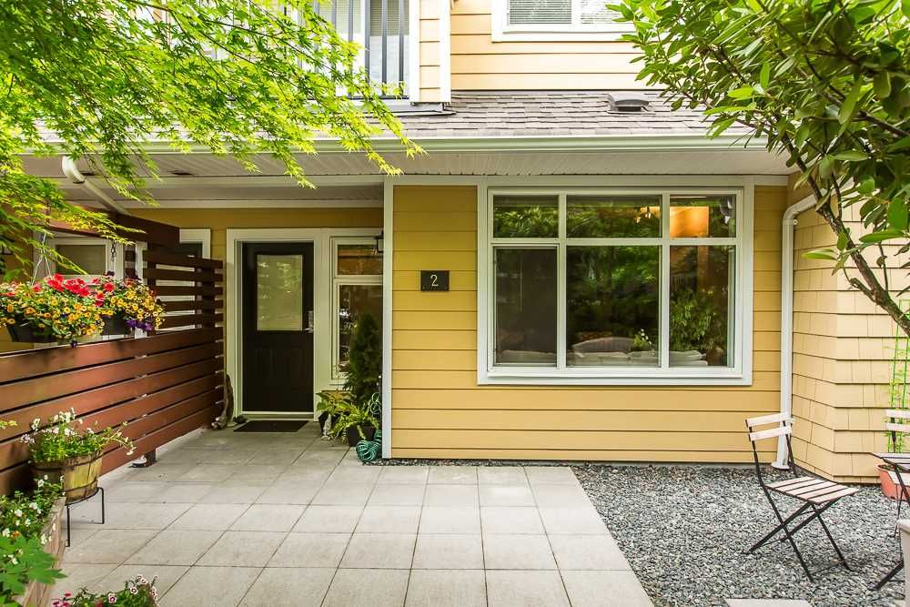"""Main Photo: 2 6878 SOUTHPOINT Drive in Burnaby: South Slope Townhouse for sale in """"CORTINA"""" (Burnaby South)  : MLS®# R2071594"""