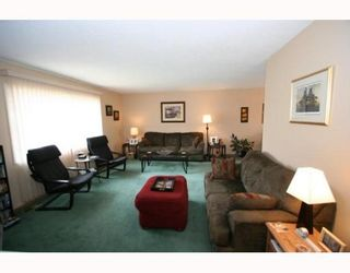 Photo 3: 619 72 Avenue NW in CALGARY: Huntington Hills Residential Detached Single Family for sale (Calgary)  : MLS®# C3377843