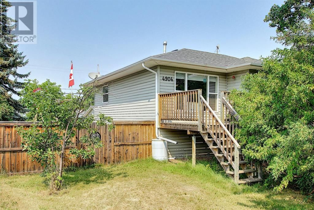 Main Photo: 4904 50 Avenue in Mirror: House for sale : MLS®# A1133039