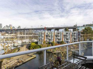 """Photo 2: 406 1551 MARINER Walk in Vancouver: False Creek Condo for sale in """"LAGOONS"""" (Vancouver West)  : MLS®# R2548149"""