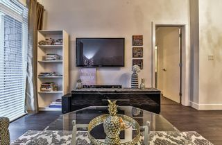 """Photo 4: 302 16380 64 Avenue in Surrey: Cloverdale BC Condo for sale in """"The Ridge at Bose Farms"""" (Cloverdale)  : MLS®# R2153623"""