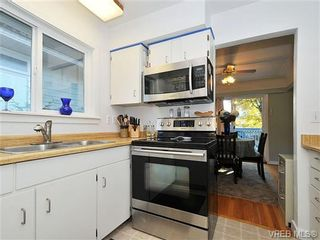 Photo 3: 2415 Oregon Ave in VICTORIA: Vi Fernwood House for sale (Victoria)  : MLS®# 657064