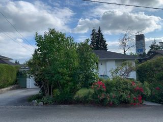 "Photo 2: 624 HARRISON Avenue in Coquitlam: Coquitlam West House for sale in ""Oakdale/Burquitlam"" : MLS®# R2492727"