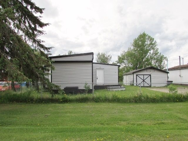 "Main Photo: 9871 MAPLE Street in Fort St. John: Fort St. John - Rural W 100th Manufactured Home for sale in ""GRAND HAVEN"" (Fort St. John (Zone 60))  : MLS®# R2431676"