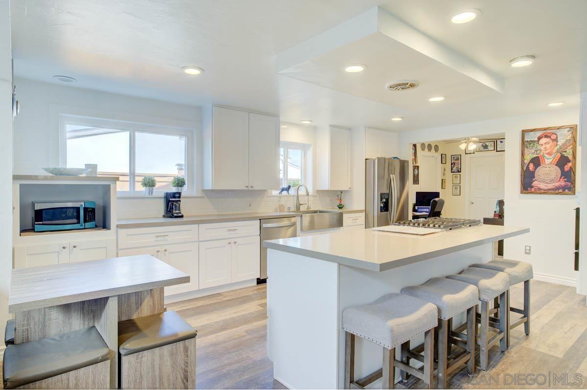 Main Photo: CHULA VISTA House for sale : 4 bedrooms : 168 E Quintard St