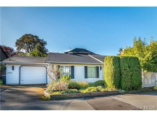 Main Photo: 2255 Woodlawn Cres in VICTORIA: OB North Oak Bay House for sale (Oak Bay)  : MLS®# 683981
