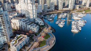 """Photo 2: 112 1288 MARINASIDE Crescent in Vancouver: Yaletown Townhouse for sale in """"Crestmark 1"""" (Vancouver West)  : MLS®# R2617495"""