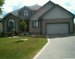 Photo 1: 102 SHORELINE Drive in Winnipeg: River Heights / Tuxedo / Linden Woods Single Family Detached for sale (South Winnipeg)  : MLS®# 2700434