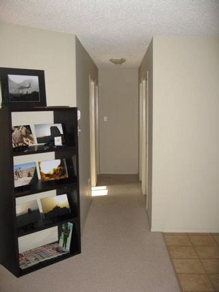 Photo 4: 309 CLAREVIEW STATION DRIVE: Condo for sale (Clareview Business Park)  : MLS®# E3217731