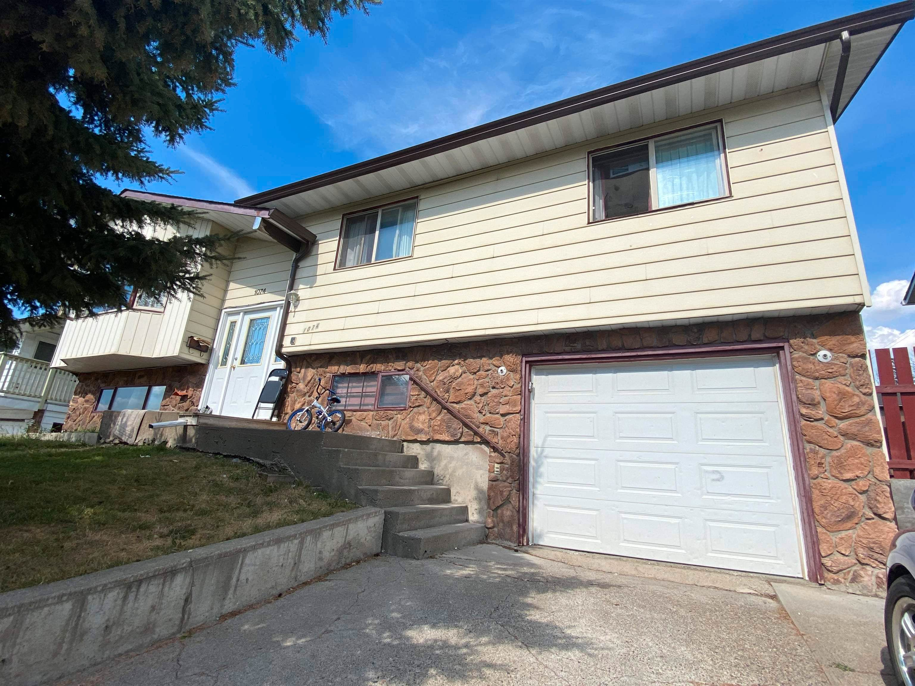 Main Photo: 1074 MOXON Place in Williams Lake: Williams Lake - City House for sale (Williams Lake (Zone 27))  : MLS®# R2612718