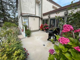 """Photo 3: 3 1552 EVERALL Street: White Rock Townhouse for sale in """"EVERALL COURT"""" (South Surrey White Rock)  : MLS®# R2616218"""