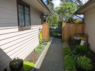 Photo 5: 4 15148 20 Avenue in Surrey: Sunnyside Park Surrey Townhouse for sale (South Surrey White Rock)  : MLS®# R2158269