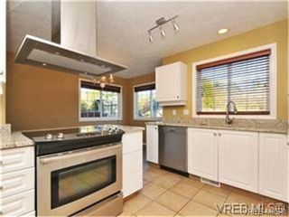 Photo 5: 1290 Les Meadows in VICTORIA: SE Sunnymead Residential for sale (Saanich East)  : MLS®# 324296