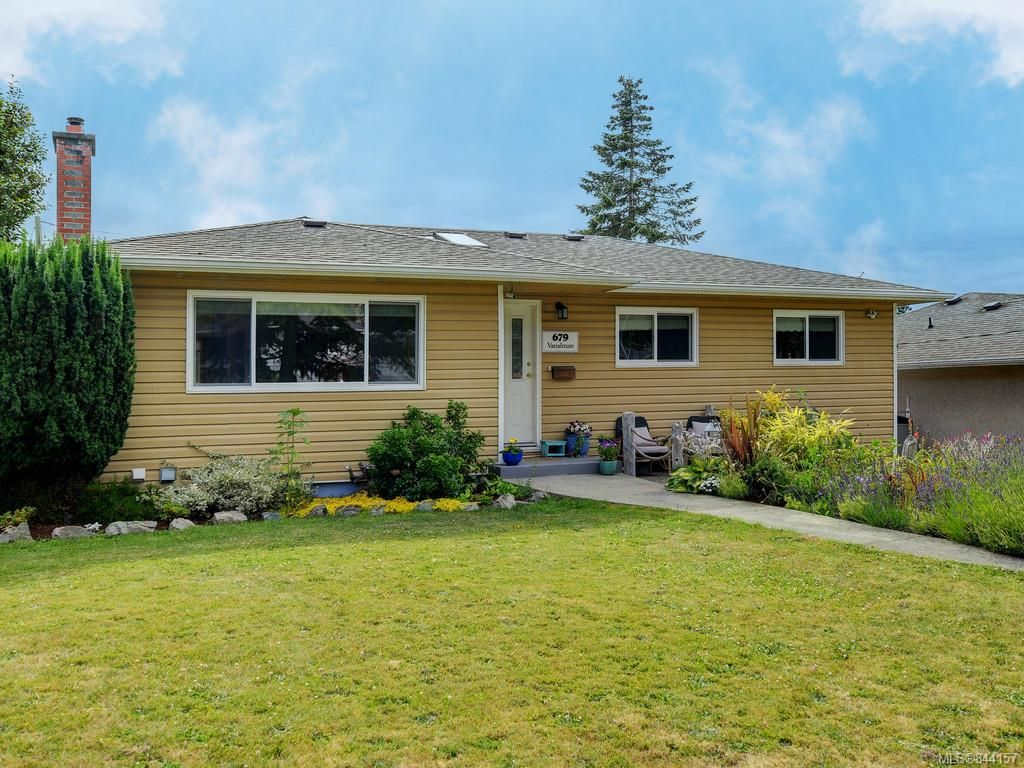 Main Photo: 679 Vanalman Ave in Saanich: SW Northridge House for sale (Saanich West)  : MLS®# 844157