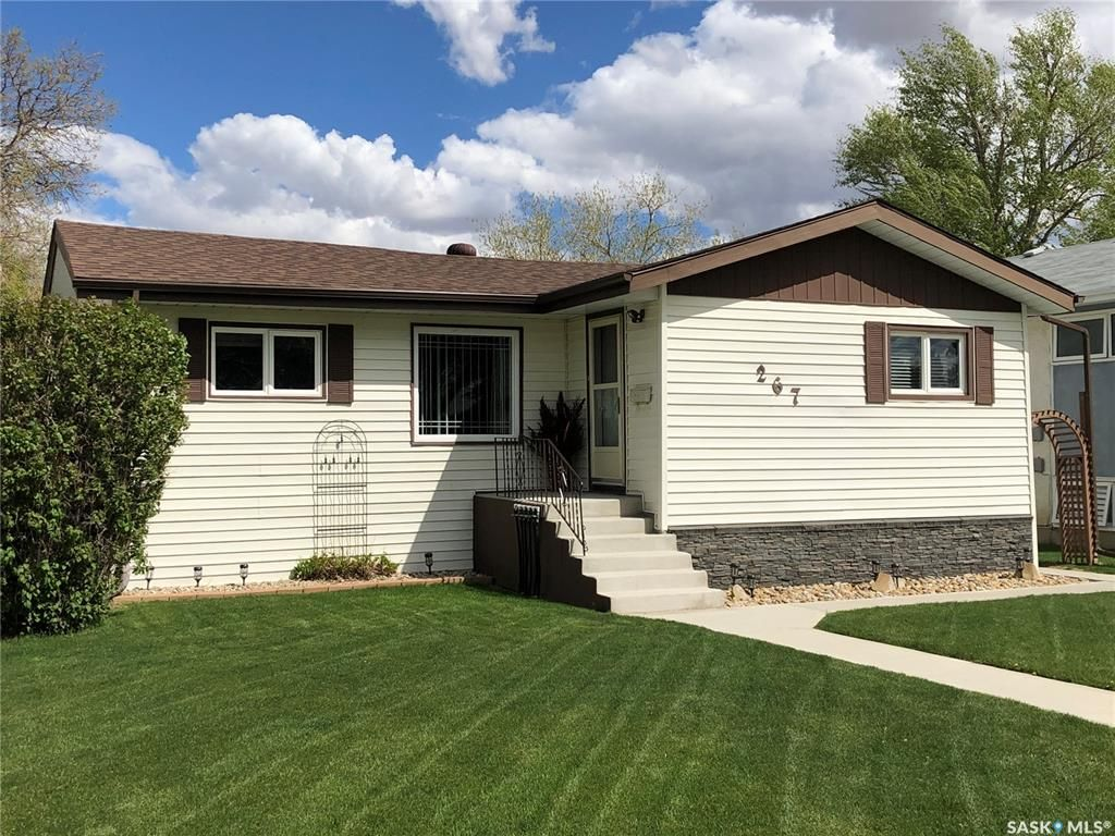 Main Photo: 267 Central Avenue South in Swift Current: South East SC Residential for sale : MLS®# SK857132