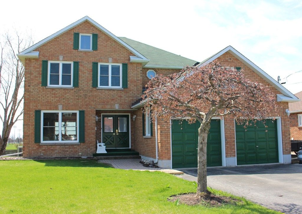 Main Photo: 289 Lakeview Crt in Cobourg: House for sale : MLS®# 511010084