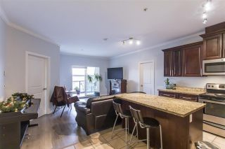 Photo 2: 302 22363 SELKIRK AVENUE in Maple Ridge: West Central Condo for sale : MLS®# R2413478