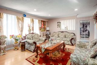 Photo 4: 8865 KING GEORGE Boulevard in Surrey: Queen Mary Park Surrey House for sale : MLS®# R2557654