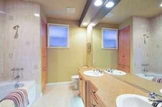 Photo 18: 15118 ROYAL Avenue: White Rock House for sale (South Surrey White Rock)  : MLS®# R2033445