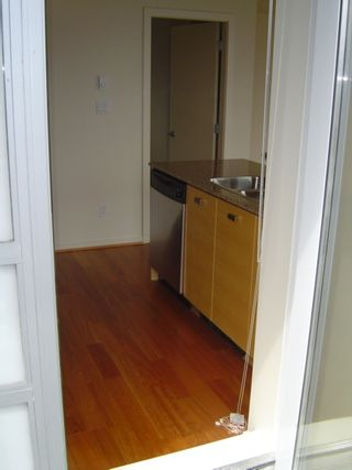 """Photo 12: 803 2483 SPRUCE Street in Vancouver: Fairview VW Condo for sale in """"SKYLINE ON BROADWAY"""" (Vancouver West)  : MLS®# V797426"""