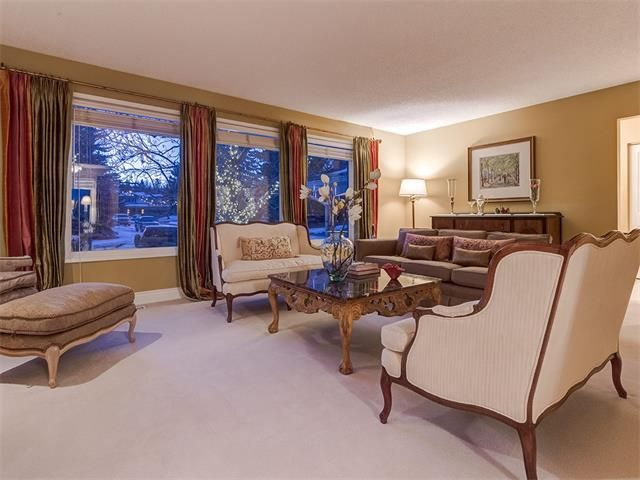Photo 6: Photos: 7016 KENOSEE Place SW in Calgary: Kelvin Grove House for sale : MLS®# C4055215