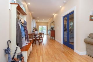 Photo 3: 2235 Shakespeare St in : Vi Fernwood House for sale (Victoria)  : MLS®# 855193