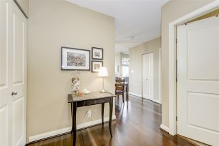 """Photo 2: 2906 892 CARNARVON Street in New Westminster: Downtown NW Condo for sale in """"AZURE II"""" : MLS®# R2361164"""
