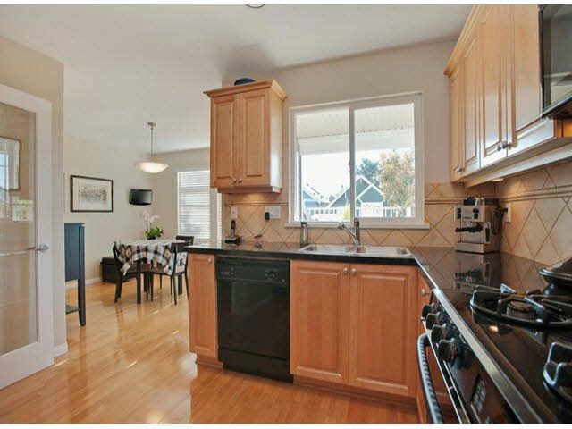 """Photo 3: Photos: 5 235 E 11TH Street in North Vancouver: Central Lonsdale Townhouse for sale in """"Fairview Court"""" : MLS®# V1094152"""