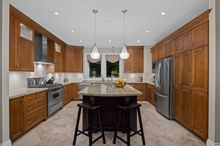 """Photo 10: 14342 SUNSET Drive: White Rock House for sale in """"White Rock Beach"""" (South Surrey White Rock)  : MLS®# R2590689"""