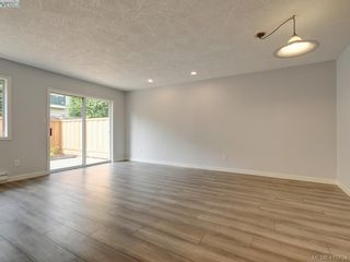 Photo 5: 11 515 Mount View Ave in VICTORIA: Co Hatley Park Row/Townhouse for sale (Colwood)  : MLS®# 824724