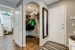 Photo 4: 324 Cresthaven Place SW in Calgary: Crestmont Detached for sale : MLS®# A1118546