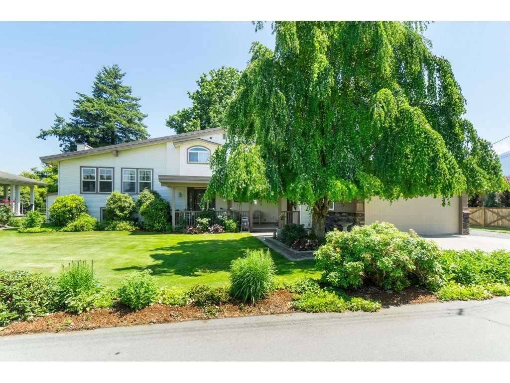 Main Photo: 6566 DOGWOOD Drive in Sardis: Sardis West Vedder Rd House for sale : MLS®# R2406507