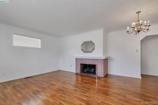 Photo 4: 3316 Kingsley St in VICTORIA: SE Mt Tolmie House for sale (Saanich East)  : MLS®# 841127