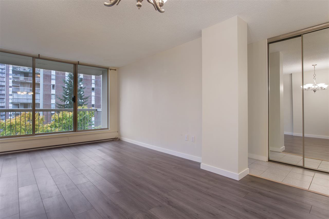"""Main Photo: 802 2008 FULLERTON Avenue in North Vancouver: Pemberton NV Condo for sale in """"Seymour By Woodcroft Estate"""" : MLS®# R2216896"""