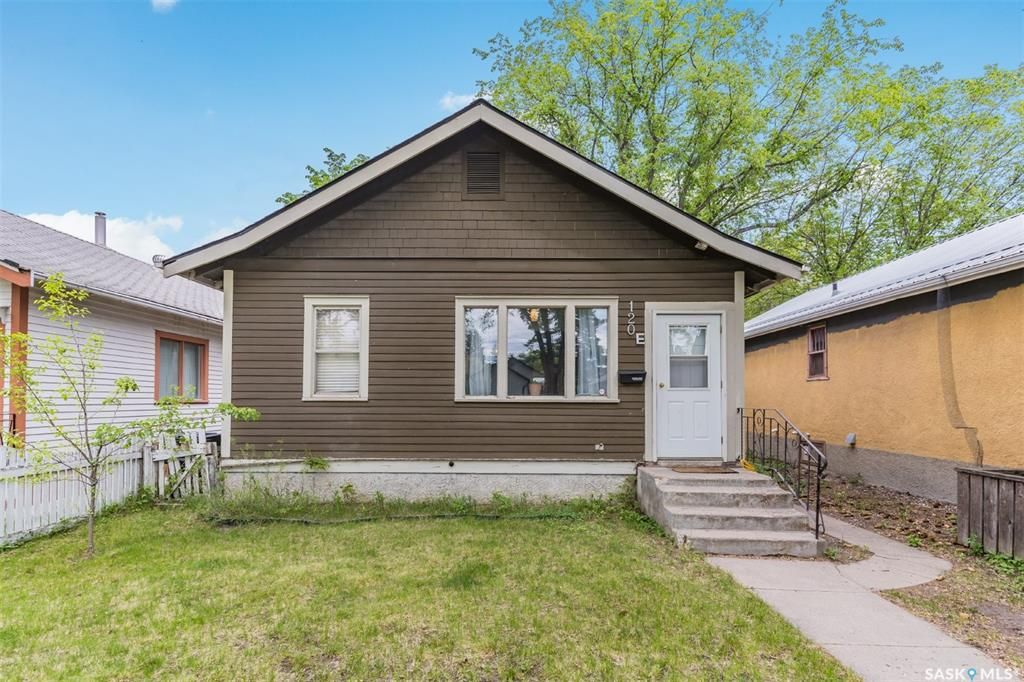 Main Photo: 120 E Avenue South in Saskatoon: Riversdale Residential for sale : MLS®# SK858377