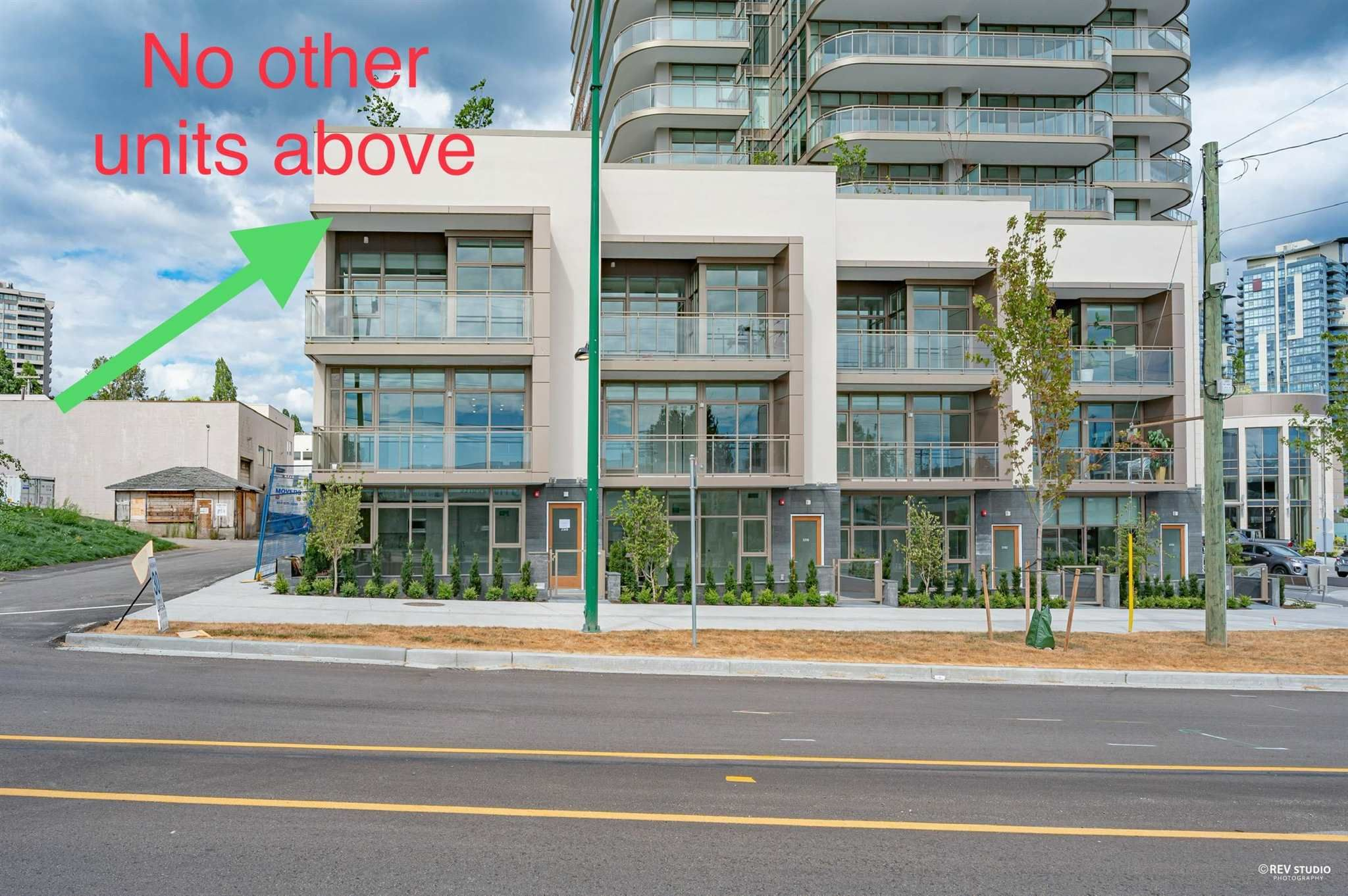 """Main Photo: 2368 DOUGLAS Road in Burnaby: Brentwood Park Townhouse for sale in """"Étoile"""" (Burnaby North)  : MLS®# R2603532"""