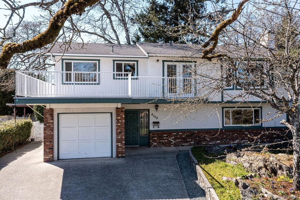 Main Photo: 4208 Morris Dr in : SE Lake Hill House for sale (Saanich East)  : MLS®# 871625