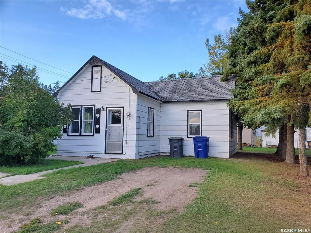 Main Photo: 1018 Railway Avenue in Rosthern: Residential for sale : MLS®# SK870964
