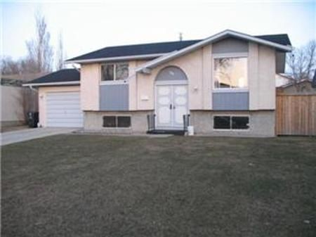 Main Photo: 99 Kushner Crescent: Residential for sale (Maples)  : MLS®# 1205181