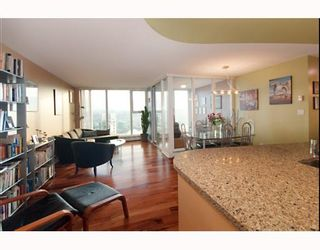"""Photo 1: 3105 1009 EXPO Boulevard in Vancouver: Downtown VW Condo  in """"LANDMARK 33"""" (Vancouver West)  : MLS®# V801794"""
