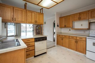 "Photo 5: 221 15153 98 Avenue in Surrey: Guildford Townhouse for sale in ""Glenwood Village"" (North Surrey)  : MLS®# R2040230"